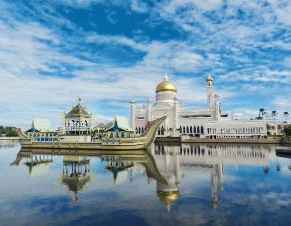 Landmark Travel Quiz Omar Ali Saifuddien Mosque Brunei